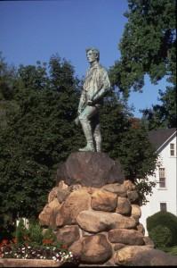 Tour 1 - Statue